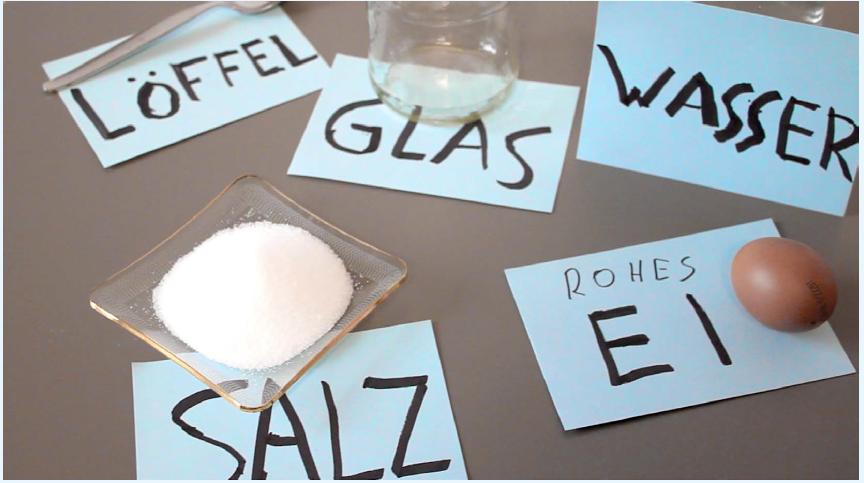 Loeffel Salz Glas Rohes Ei Wasser